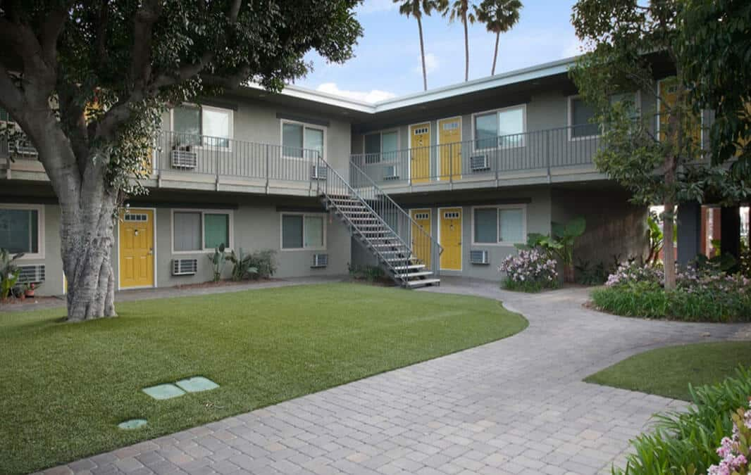 California Palms Apartments Grassy Courtyard with Walkways